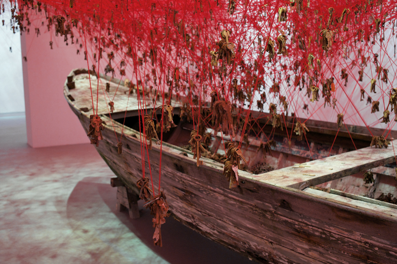arte-installazioni-biennale-venezia-2015-giappone-chiharu-shiota-the-key-in-the-hand-01